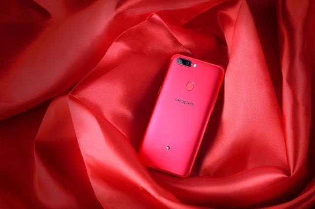 采用水晶树脂滴落工艺成型的特色设计R11s星幕新年版太红了!