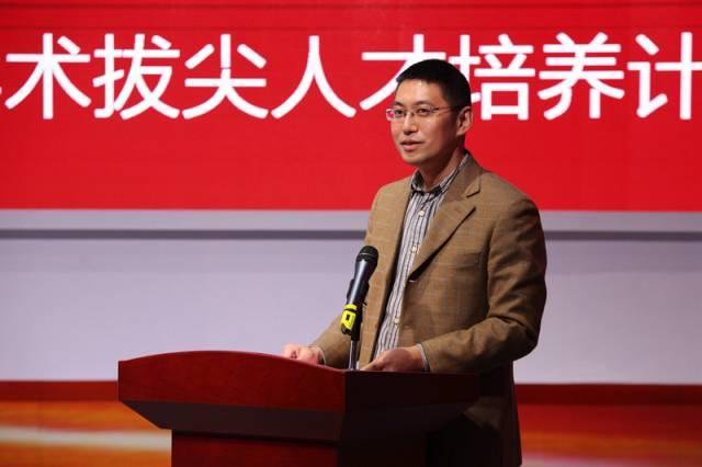 选拔委员会主席刘海龙主持选拔活动图片