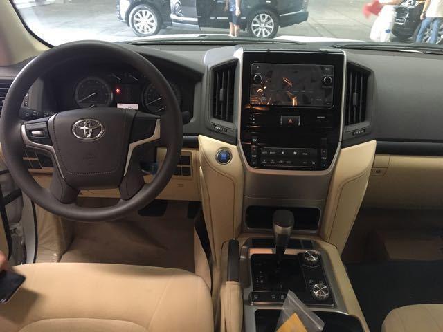 18款中东版丰田酷路泽4000改成顶配多少钱 天窗能不能改装