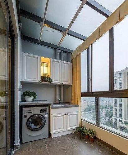 邻居在阳台装个柜子实用又漂亮,小区业主天天去参观!图片