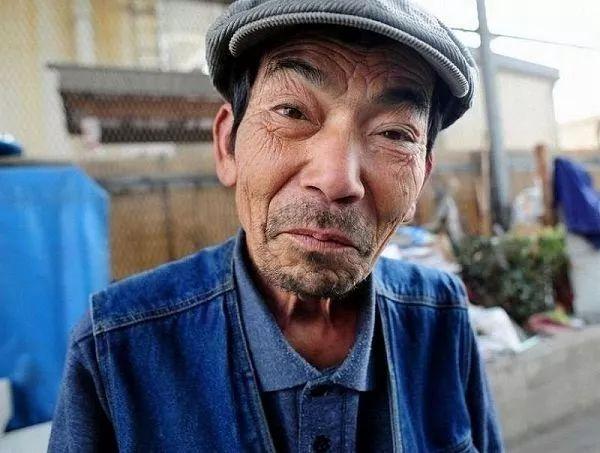 我们穷人就是�y�-�kd9ei_穷人和富人回家过年的区别!