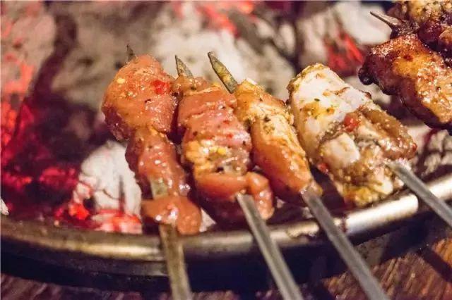 嫩屄吧_烤肉界再起风云!许昌这家热辣冒油的烤肉,香的要把好汉逼上梁山!