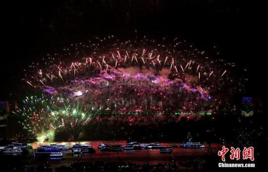 """悉尼跨年庆典表演配乐让""""爱""""无处不在"""