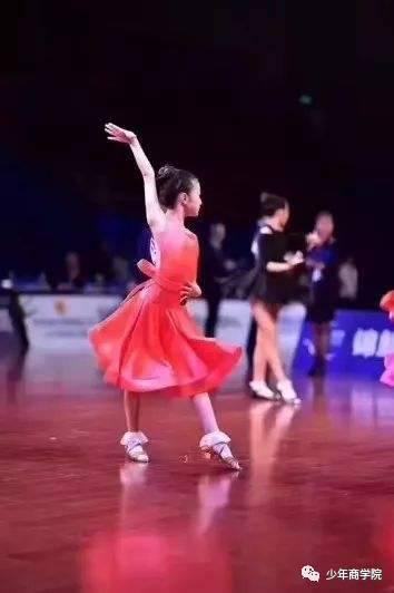 从马伊琍女儿到法国总统都是拉丁舞高手,这是内向孩子最好的社交训练