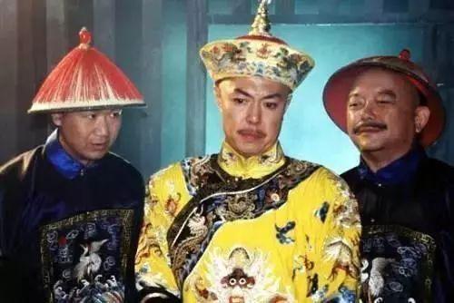 和珅,以及皇阿玛, 不不不,他们是张国立,王刚以及张铁林.图片