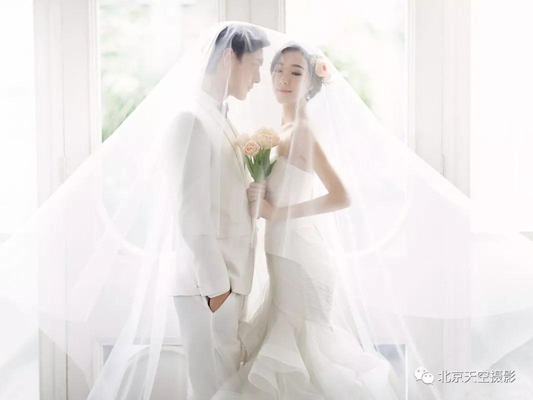拍婚纱照动作姿势图片_拍照姿势动作大全