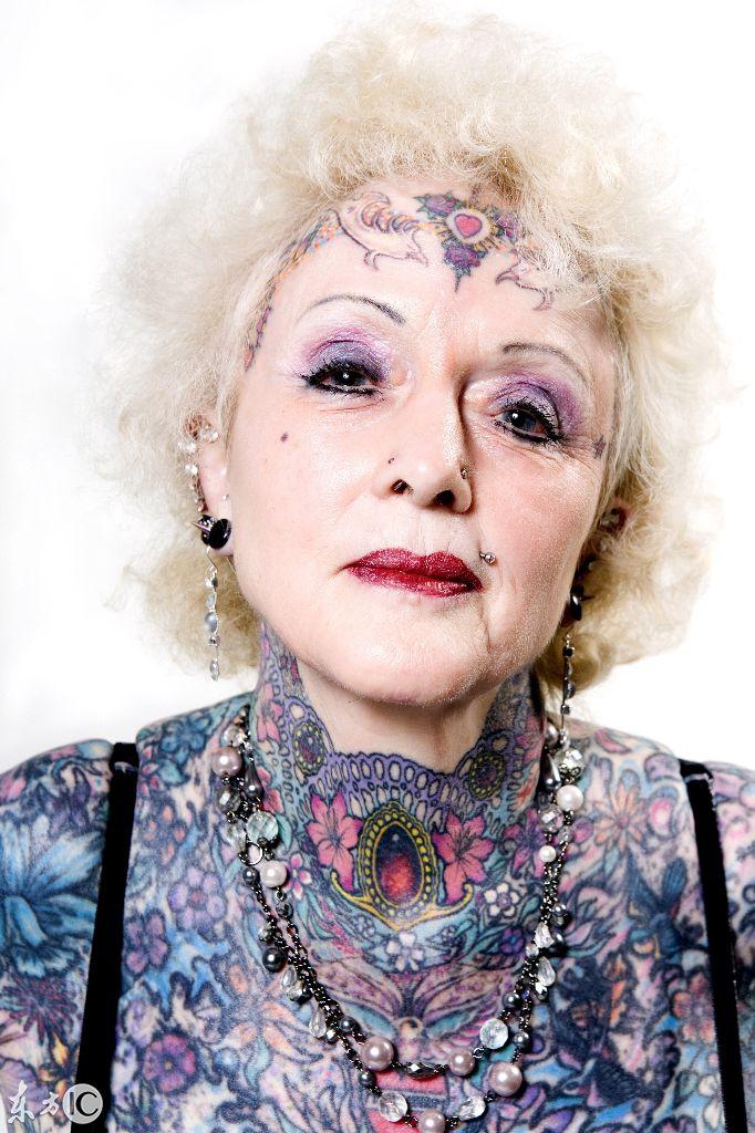 世上纹身最多的老人家,这是穿了衣服还是纹了身?你们