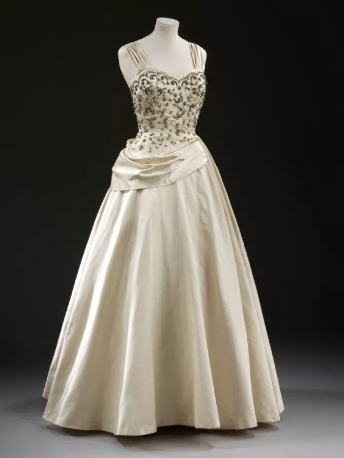 十二星座专属古典晚礼服,没想到金牛座的礼服来头这么