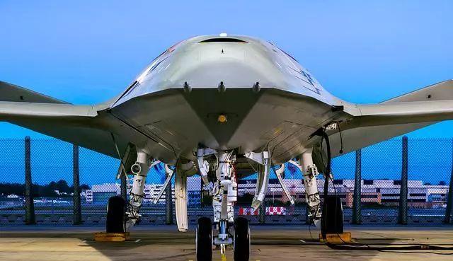 美国最科幻舰载机亮相 中国航母尚无同类机型