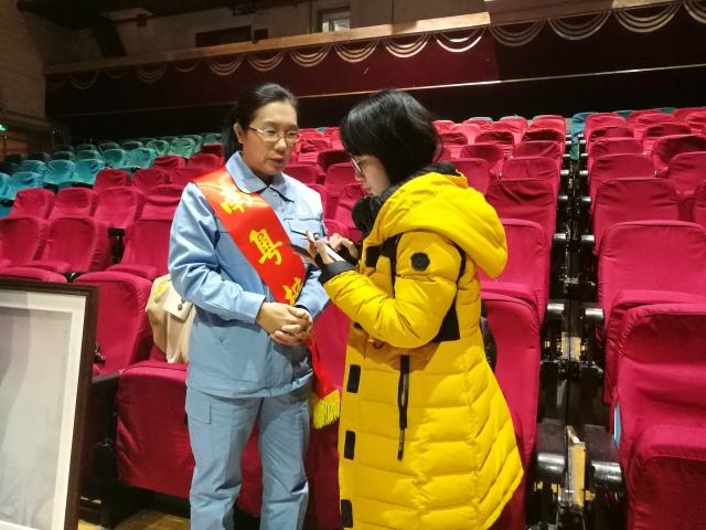 典礼结束后,广州日报记者对张恒珍进行了专访.图片