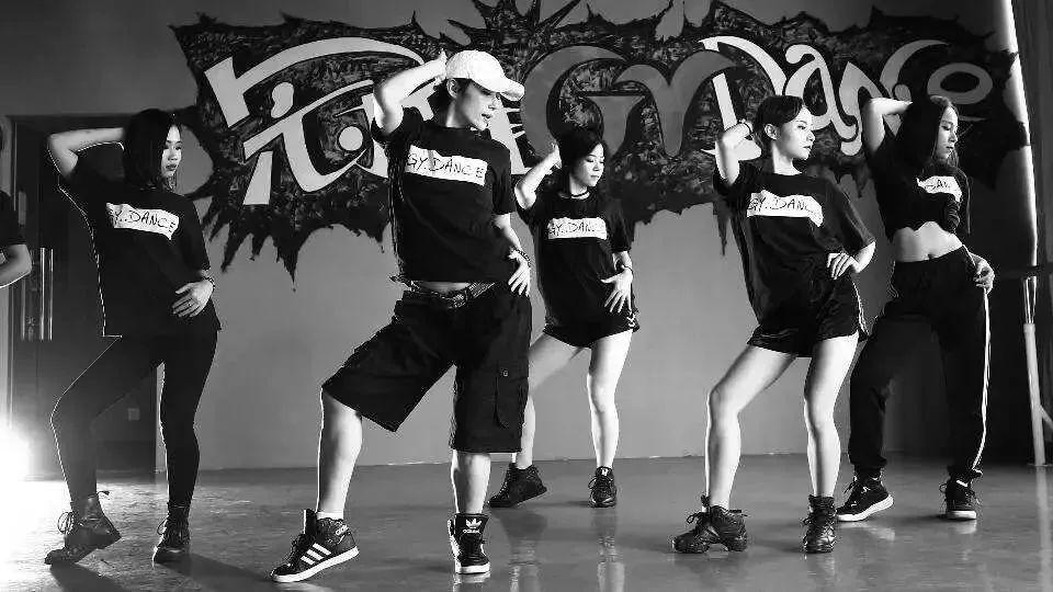 街舞表演_街舞表演