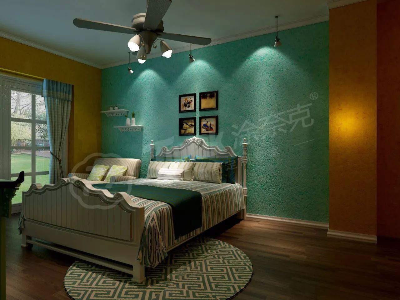 电视背景墙采用条形板涂刷上蓝色作为背景,沙发,地板等以蓝白色为主