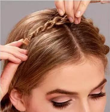 时尚 正文  一个用头发编织的皇冠,学起来吧,把自己打造成最抢眼的图片