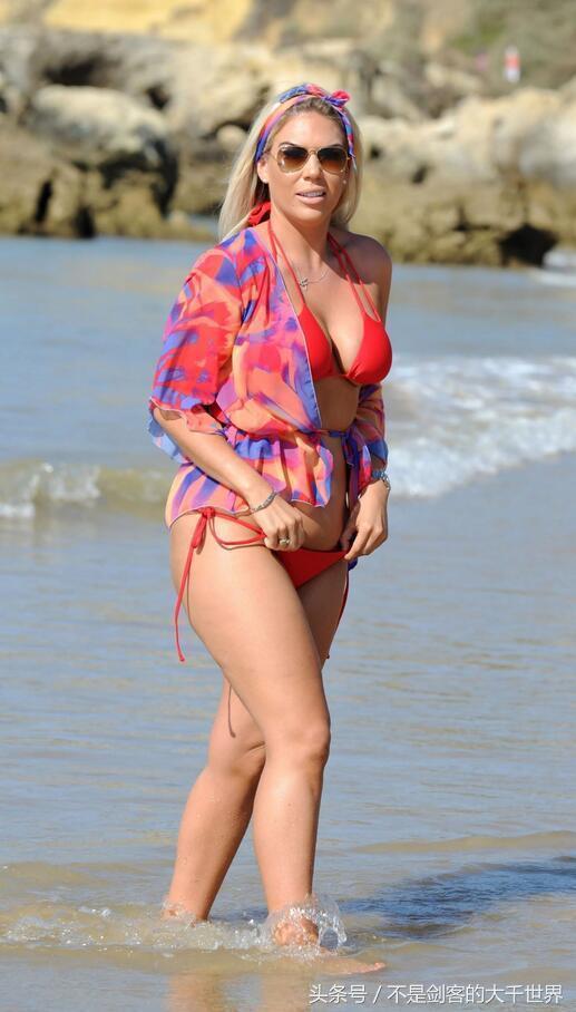 英国真人秀女星弗兰基・埃塞克斯(Frankie Essex)红色比基尼写真