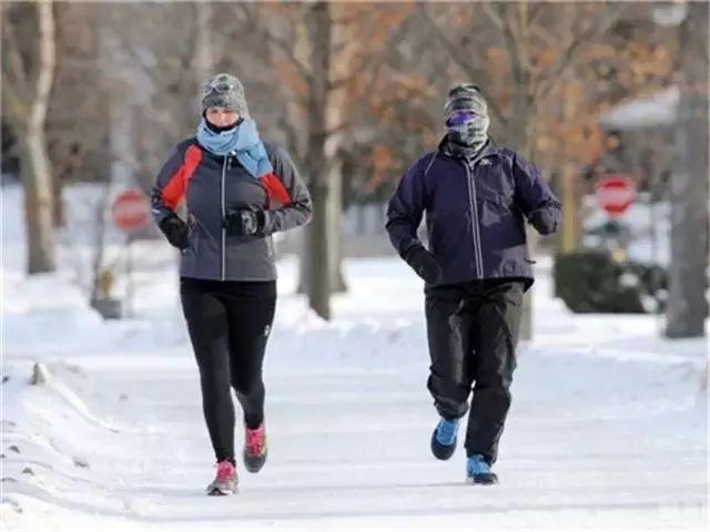 冬天户外跑步时如何做好脸部的防寒保暖?