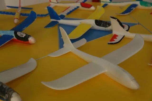 遥控四轴无人机,遥控直升机,橡筋直升机,橡筋飞机,悬浮纸飞机等12种.图片