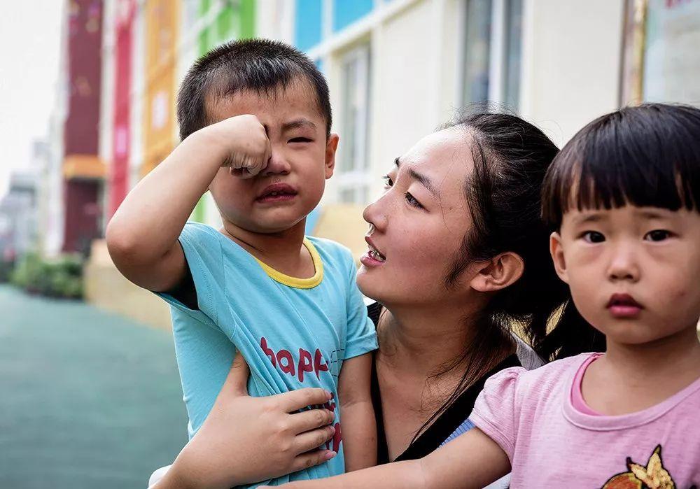 为何中国孩子没有足量幼儿园和好老师?幼教市场变形记 |《财经》封面