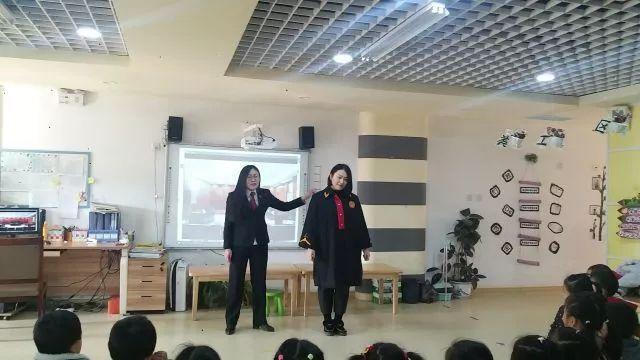 """宁阳家长金桥幼儿园孩子挂档大地们心中的""""下车助教步奏图片"""