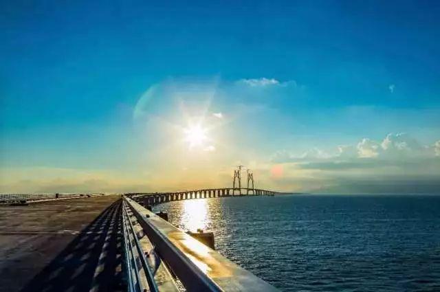 港珠澳大桥实现了主体工程全线贯通.-张思平 未来粤港澳大湾区港