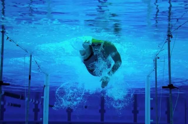 【泳技提高】游泳新手常犯的八个错误,你中枪