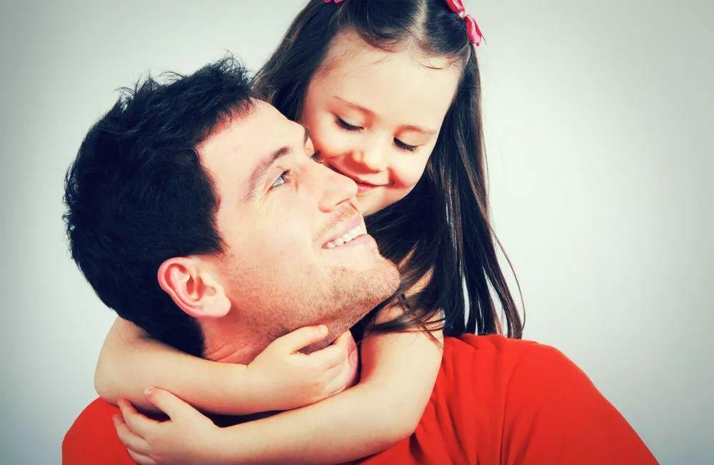 """女儿问:""""爸我漂亮吗?"""" 这个父亲的回答火了"""