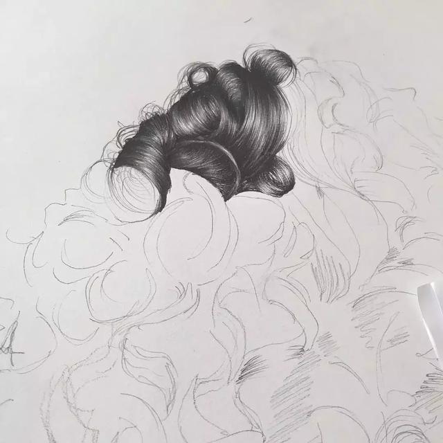 有谁再说素描,彩铅头发不会画,请把这篇狠狠甩给ta图片