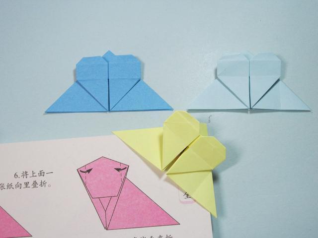 儿童手工折纸:简单的爱心书签折纸步骤图解图片