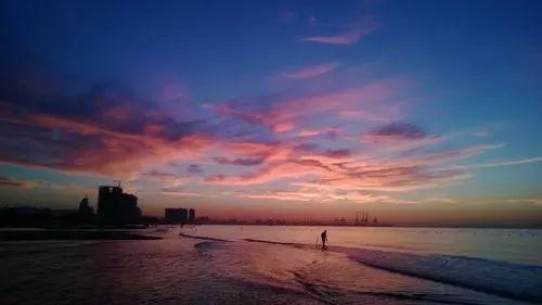 不如来秦皇岛走走~ 望着这一片海,去感受佛的修行与宁静,不用为接