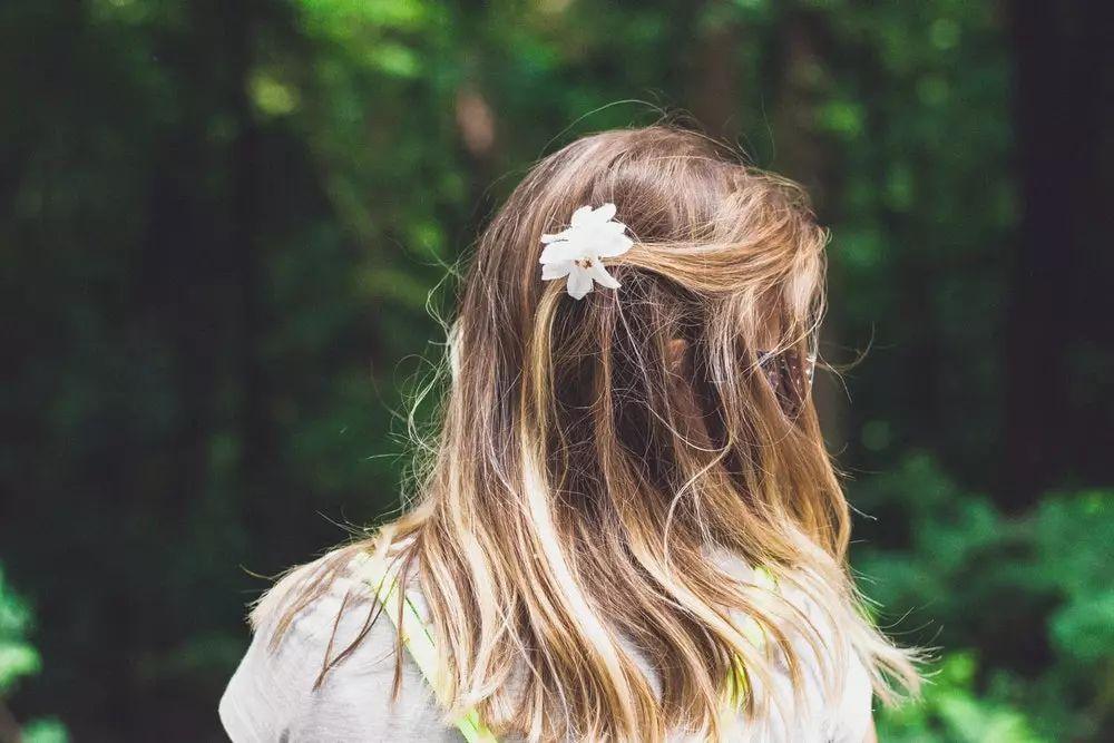 洗完头发等头发自然干,这是很多人的习惯吧?其实这么做对头发很不好.