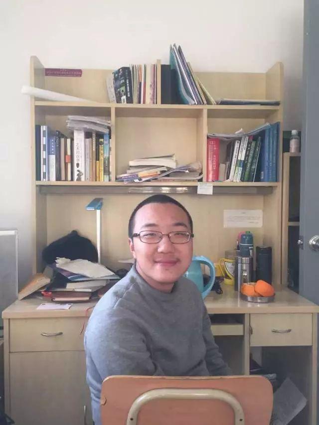 还记得那个身残志坚的甘肃高分(648分)考生魏祥吗?他在清华园过得怎么样?