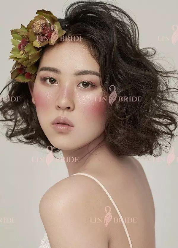 时尚 正文  5  一款唯美森系的鲜花造型,赋予新娘春天般浪漫清新的图片