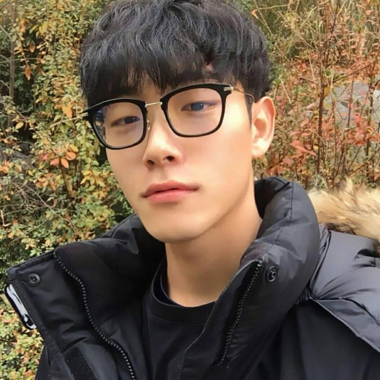 凌乱,蓬松,鬓角,长刘海 男生的发型变化真的不多, 韩国网帅间流行图片