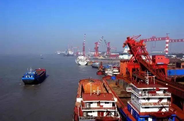 港区,航道,码头协同发展 省内同时拥有沿江沿海港口的城市 唯独南通一