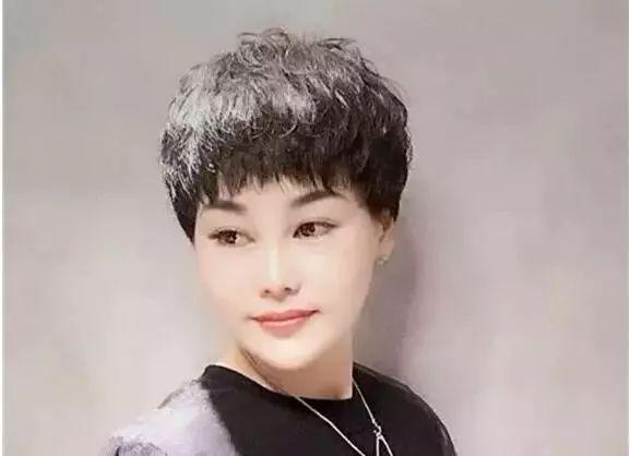 女士短发纹理烫发型