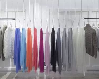 """桐乡小企业惊艳逆袭创制""""邦礼丝巾"""""""