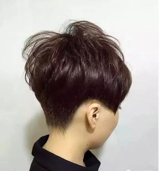 女士短发纹理烫发型图片