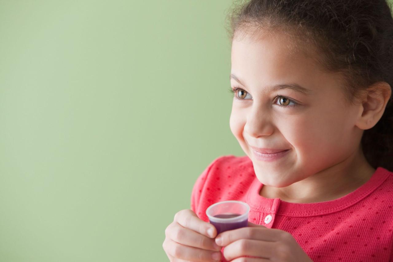 但是看到孩子咳嗽时难受的表情,总有忍不住马上喂他止咳药的冲动图片
