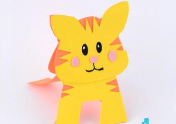 原标题:妈妈宝宝亲子手工游戏,3种简单动物玩具制作方法 简单易学 我们和孩子都喜欢小动物,但是我们不能把所有的小动物都养在家里。我们可以和宝宝一起制作小动物,用来给宝宝玩,或者装饰婴儿房。听着很无趣,但是对于孩子确实很有趣的。我们可以用kt板、纽扣、雪糕棒做出不同小动物来。