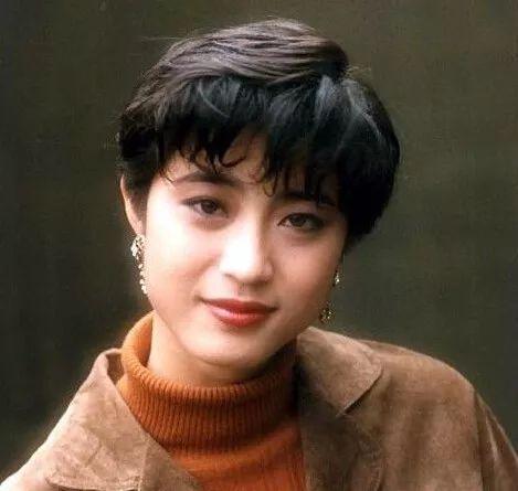 短发年轻帅气,长发五官深刻立体,气质独特 香港玉女第一代掌门人图片