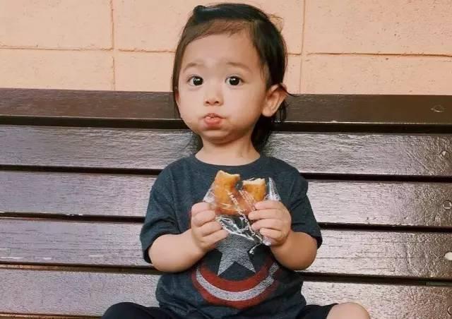 日本拍写真的小女孩有吗_这个萌翻ins的日本小男孩可爱起来,真的没女孩子什么事了