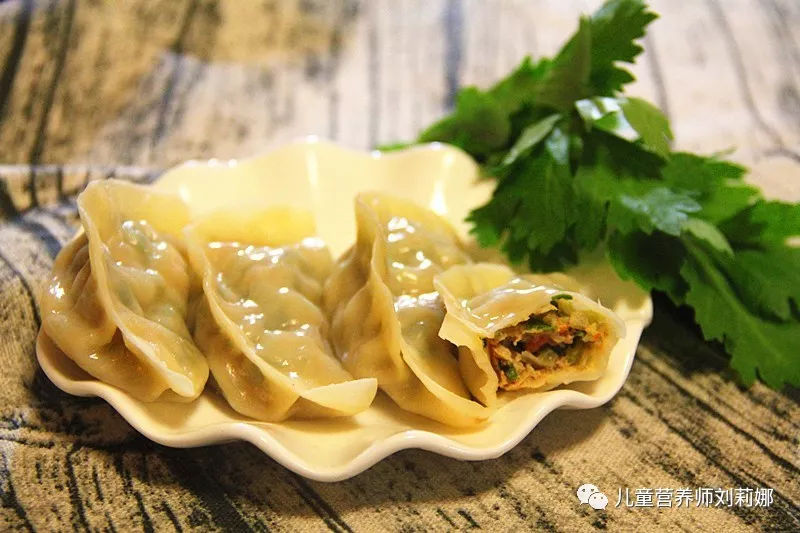 好吃不过饺子 超级鲜美的芹菜猪肉六鲜水饺和白菜豆腐素水饺