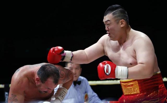 中国骄傲 张君龙完爆世界拳王轰动拉美拳坛,获专家极力盛赞