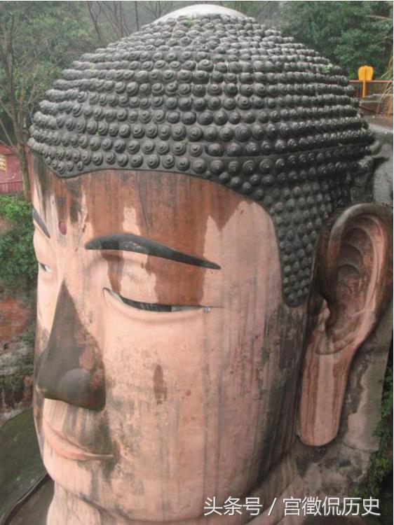 原来因为大佛的头部暗藏玄机,这些螺髻都连同着体内,暗藏着一套排水系统,和一套通风系统。
