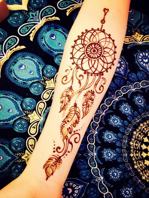 作为印度海娜纹身手绘中国区推广第一人,在沿袭原有印度海娜纹身彩绘