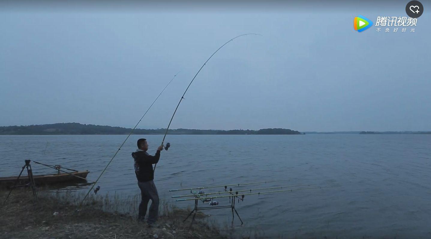 梦到钓鱼一杆两条
