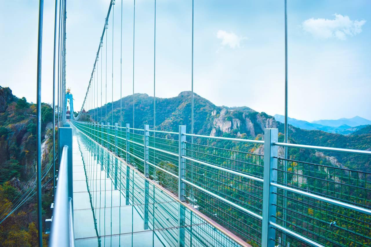 北京十渡景区,走完七彩玻璃栈道决定走下山,一路... _网易视频