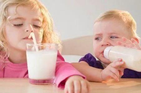 1岁半宝宝睡前喝300奶