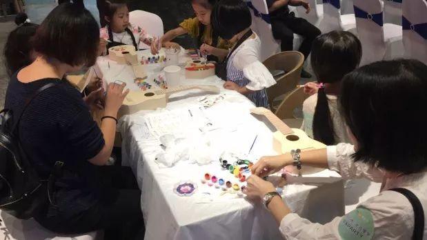 体验彩绘尤克里里无限乐趣 会员现场陶瓷diy彩绘 12月丨diy灯泡彩绘图片