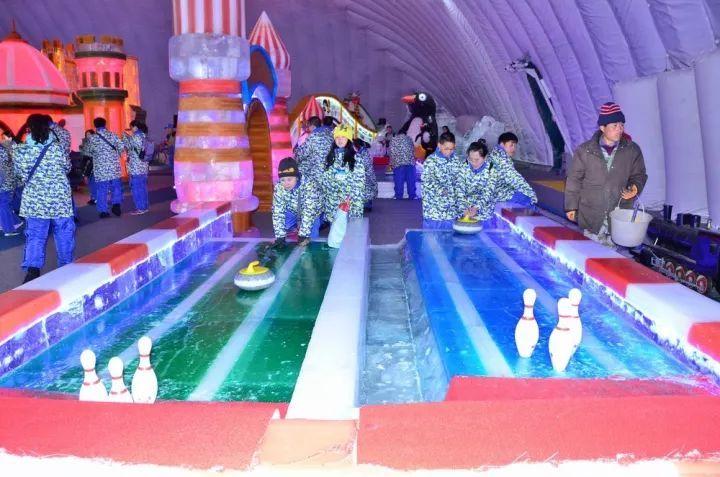 好玩的冰雪体验项目 在室内一个也不少 室内冰雪体验▼ 激情雪圈图片