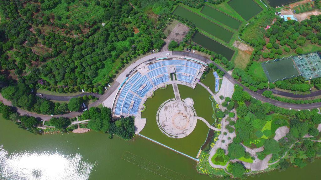 航拍松山湖:华为花100亿建设的东莞松山湖欧洲小镇快建好了图片